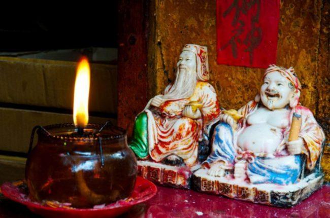hướng dẫn đầy đủ nhất về Cách đặt và bài trí bàn thờ ông địa